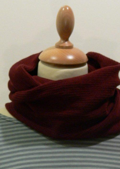 Quernstone wine loop scarf, knitted in 90% superfine wool, 10% cashmere.