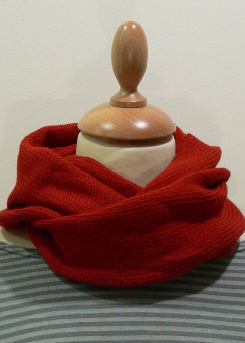 Quernstone red loop scarf knitted in 90% superfine wool, 10% cashmere.