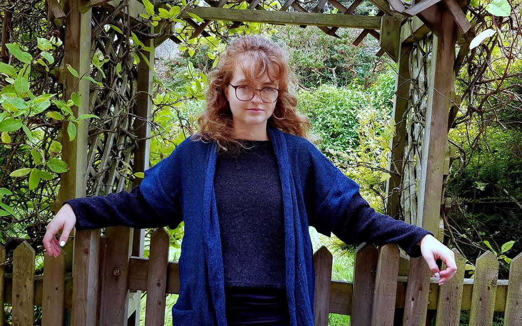 Firth medium waistcoat in iris, knitted in silk/lambswool